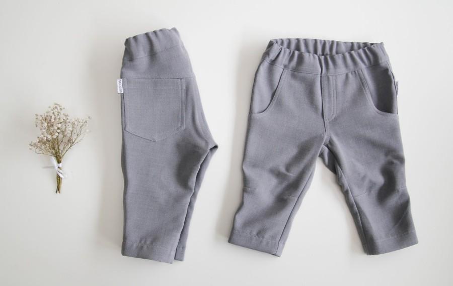 Pilkas - minimalistinis kostiumėlis